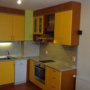 Кухня от МДФ лак в цвят праскова
