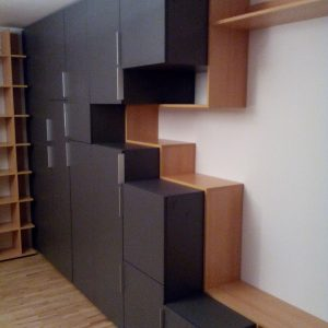 Обзавеждане за офис от ЛПДЧ в цвят сиво и бук