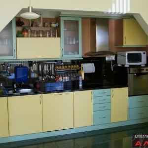 Кухня от МДФ лак в цвят зелено и жълто