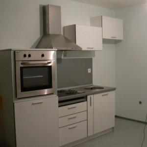 Кухня от ЛПДЧ в цвят бяло