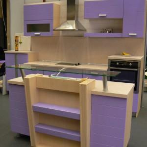 Кухня от МДФ лак в цвят лилаво