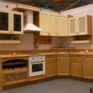Кухня от Масив Дъб в естествен цвят и бежаво