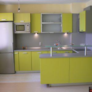 Кухня от МДФ лак в цвят зелено