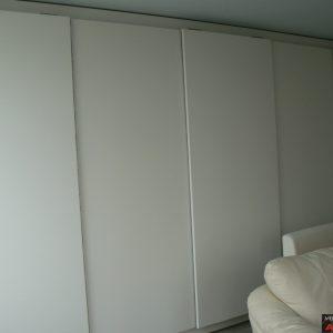 Гардероб с плъзгащи врати от МДФ с PVC фолио в бяло