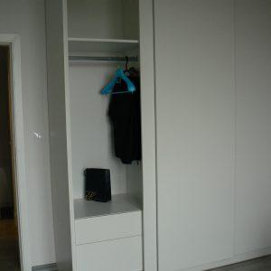 Гардероби с плъзгащи врати от МДФ с PVC фолио в бяло
