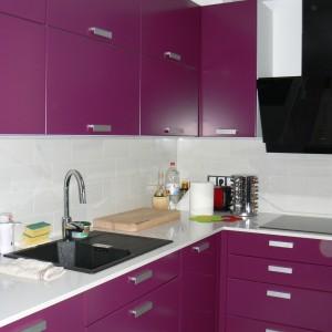 Кухня от МДФ лак в цвят лилаво и бяло